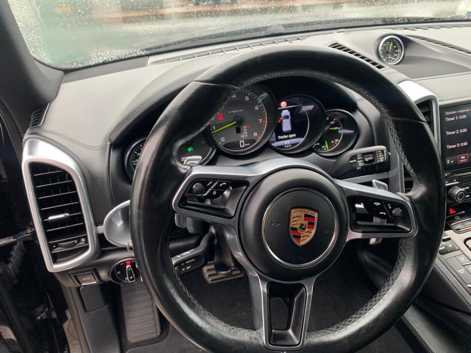 Porsche-Cayenne-8