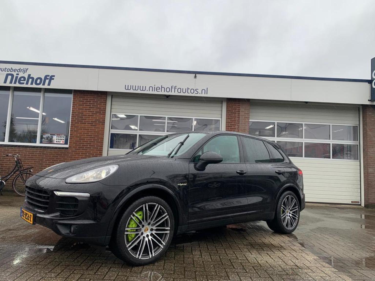Porsche-Cayenne-1