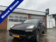Porsche-Cayenne-0